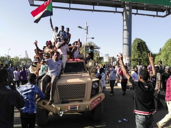 Celebrations in Khartoum after the overthrow of the Al Bashir regime in April 2019 (RD)