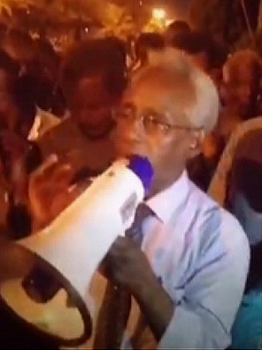 Osman Mirghani, Editor-in-chief of El Tayyar newspaper, addresses the sit-in in Khartoum on Thursday