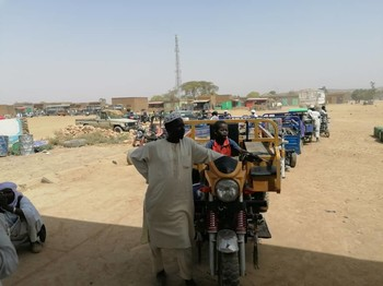 Waiting in line for fuel in Central Darfur (File photo: RD)
