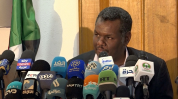 Minister of Industry and Trade Madani Abbas at a press conference in Khartoum, April 2, 2020 (SUNA)