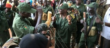 SPLM-N leader Abdelaziz El Hilu greets his troops in heir stronghold in Kauda, South Kordofan (Sudaneseonline)