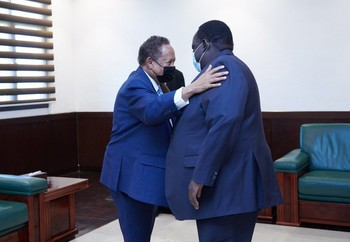 PM Abdallah Hamdok and South Sudanese mediator Tut Galwak greet each other (SUNA)