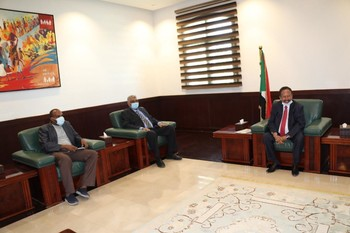 Prime Minister Abdallah Hamdok meeting the FFC delegation yesterday (SUNA)