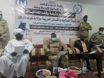 Representatives of West Darfur Arab tribes and Masalit sign an agreement to end hostilities in the presence of RSF deputy commander Abdelrahim Dagalo (Social media)