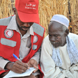 A worker of the Sudan Red Crescent Society (UNOCHA)