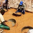 Gold miners in Jebel Amer, North Darfur (file photo)