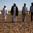 Madjoub community members inspect dry dam in North Darfur (Unamid)