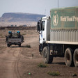 Unamid escorts WFP lorries in North Darfur (Albert González Farran/Unamid)