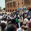 People in front of the Omdurman court in August 2019 where the trial against the alleged tortureres of teacher Ahmed El Kheir began (RD)